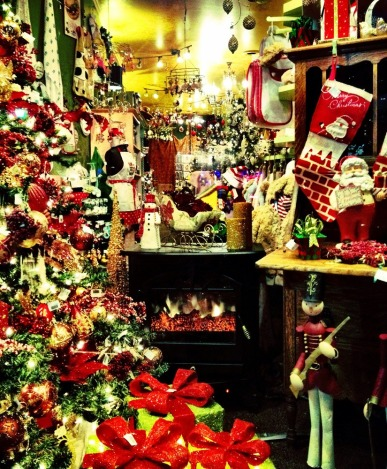 Christmas decoration OVERLOAD #iphoneography #photography #christmas #holidays