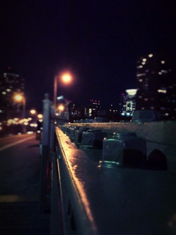 A night walk across the Brooklyn bridge #NYC #iphoneography #photography